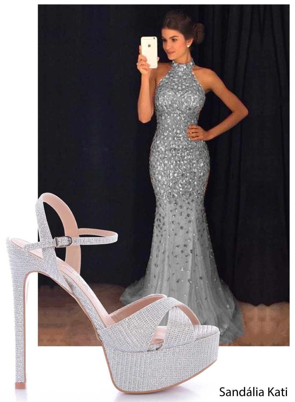 vestido de formatura com sandalia prata