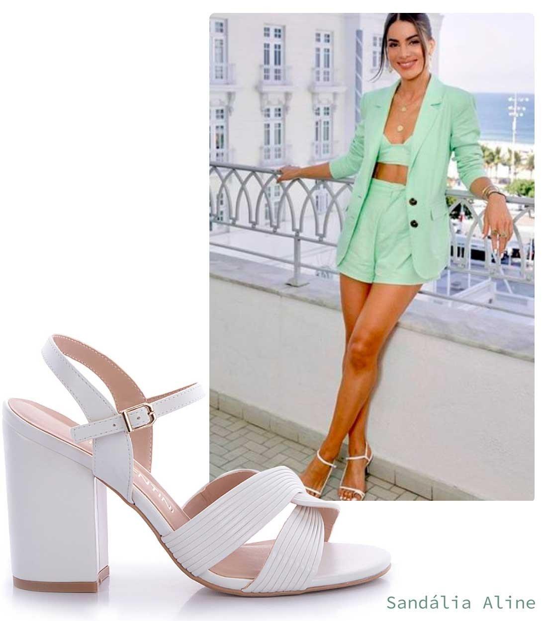 look verde menta com sandalia branca