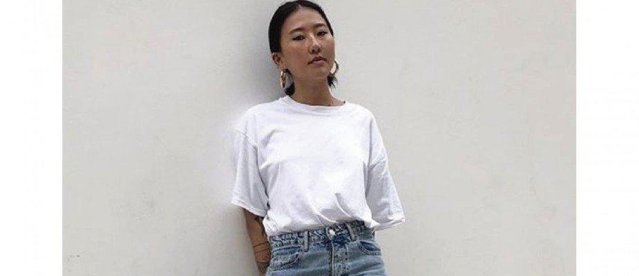 Como o duo camiseta branca + calça jeans podem ser versáteis